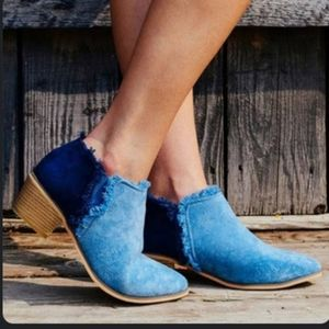 Journee collection fringed booties